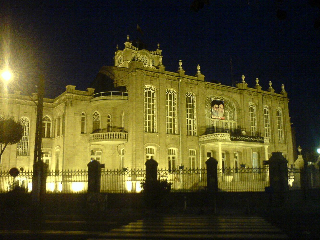 کاخ هرداری و برج ساعت تبریز