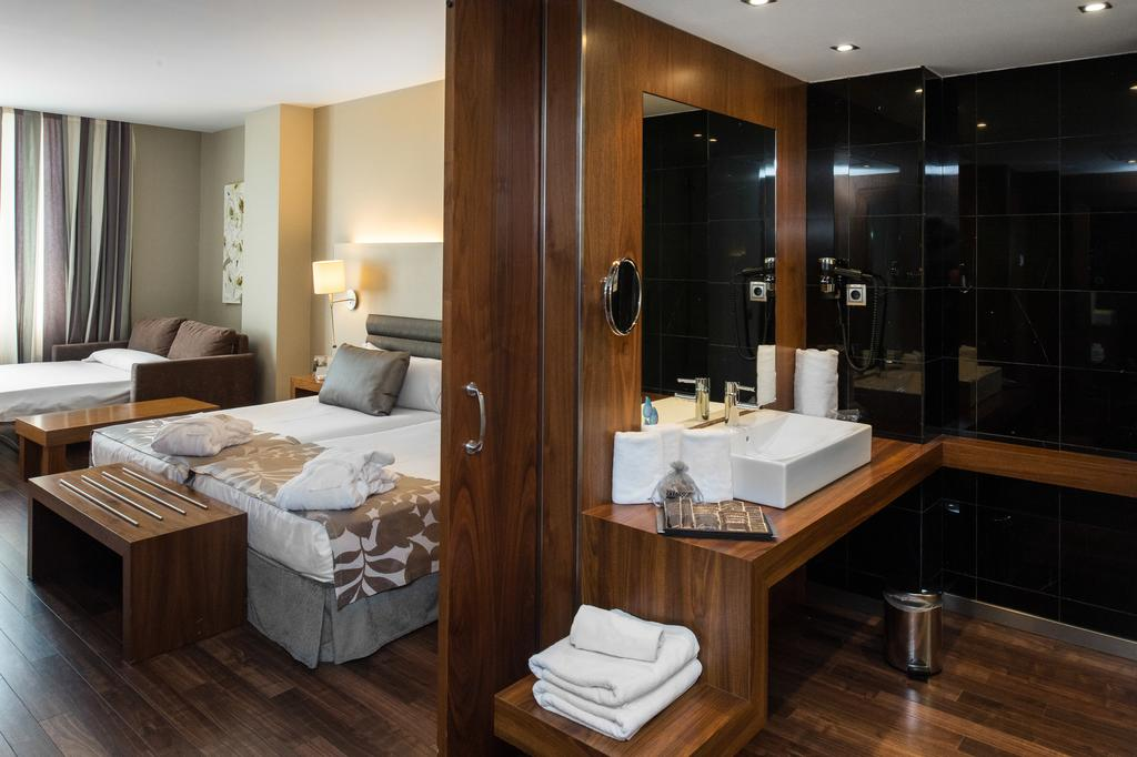 هتل کاتالونیا رامبلاس بارسلونا