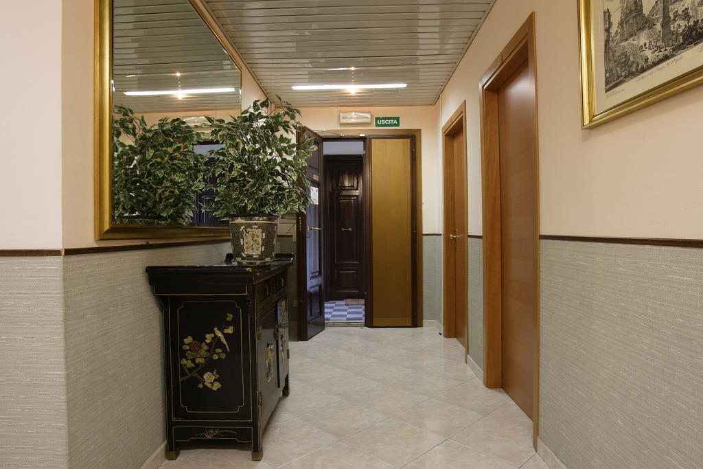 hotel lazzari roma