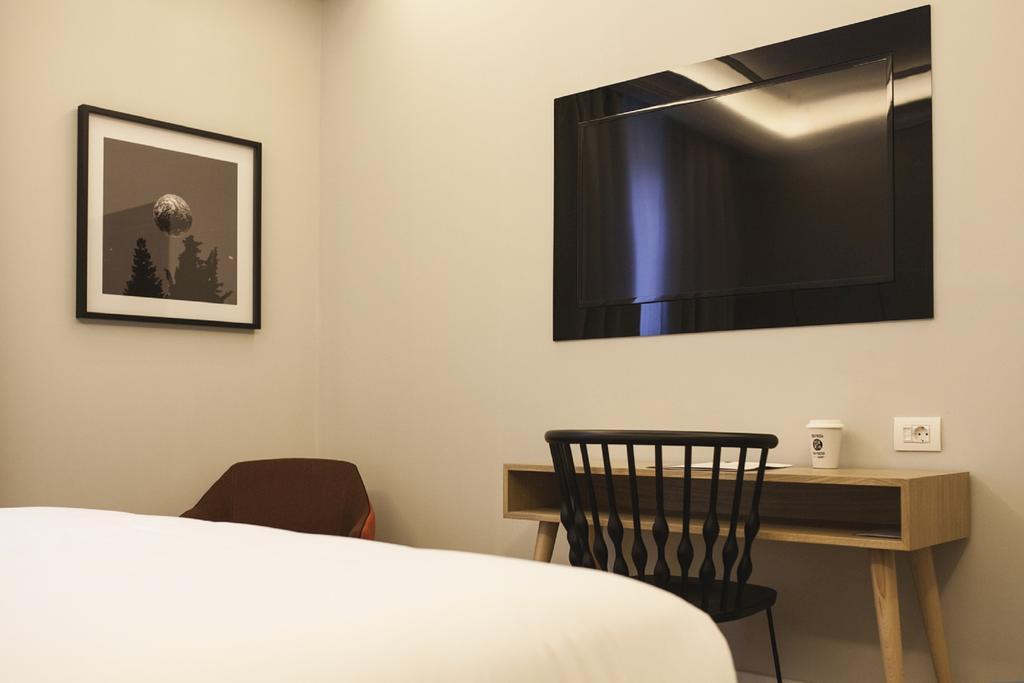 هتل وان شات رکولتوس 04 مادرید