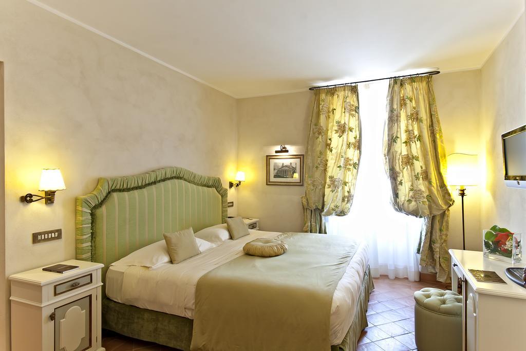 ویاوآی دونا کامیلا ساولی هتل رم