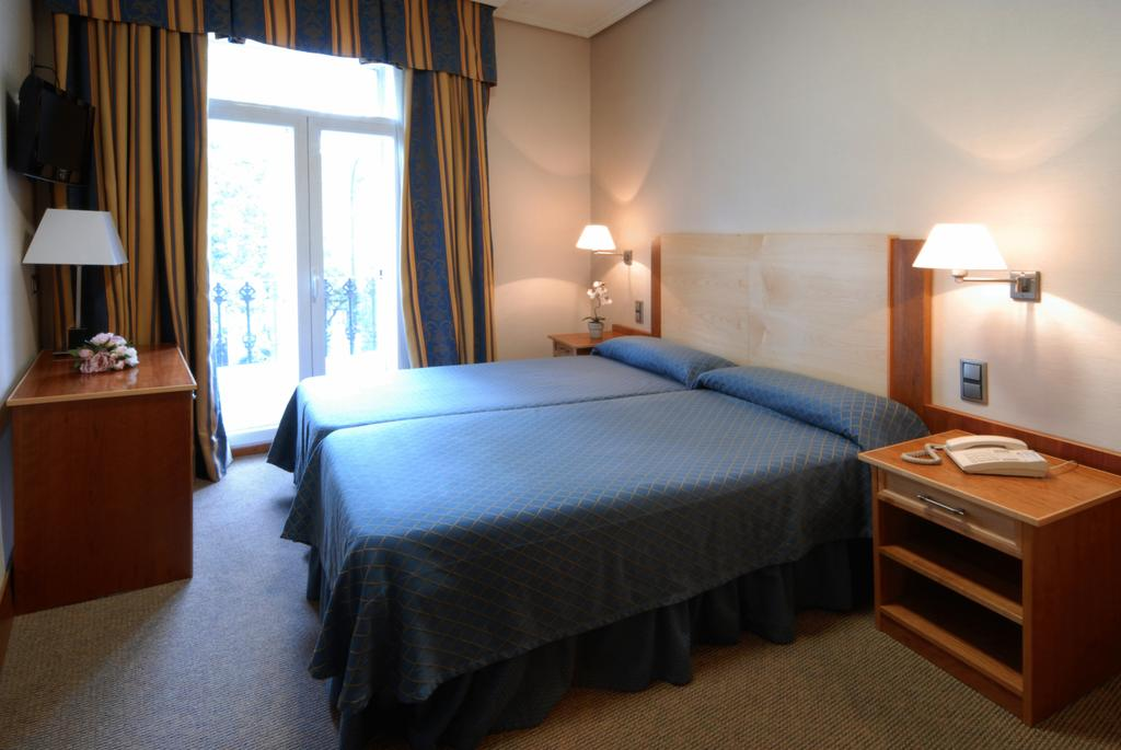 هتل مورا مادرید