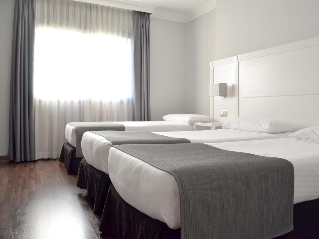 هتل یو وی ایی آلکوبنداس مادرید