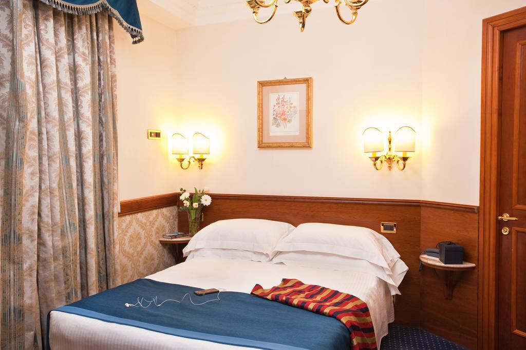 هتل باربرینی رم