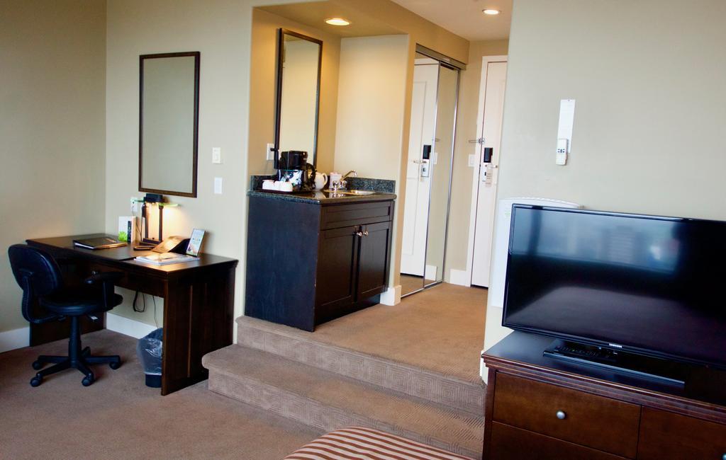 هتل سنتری پلازا ونکوور
