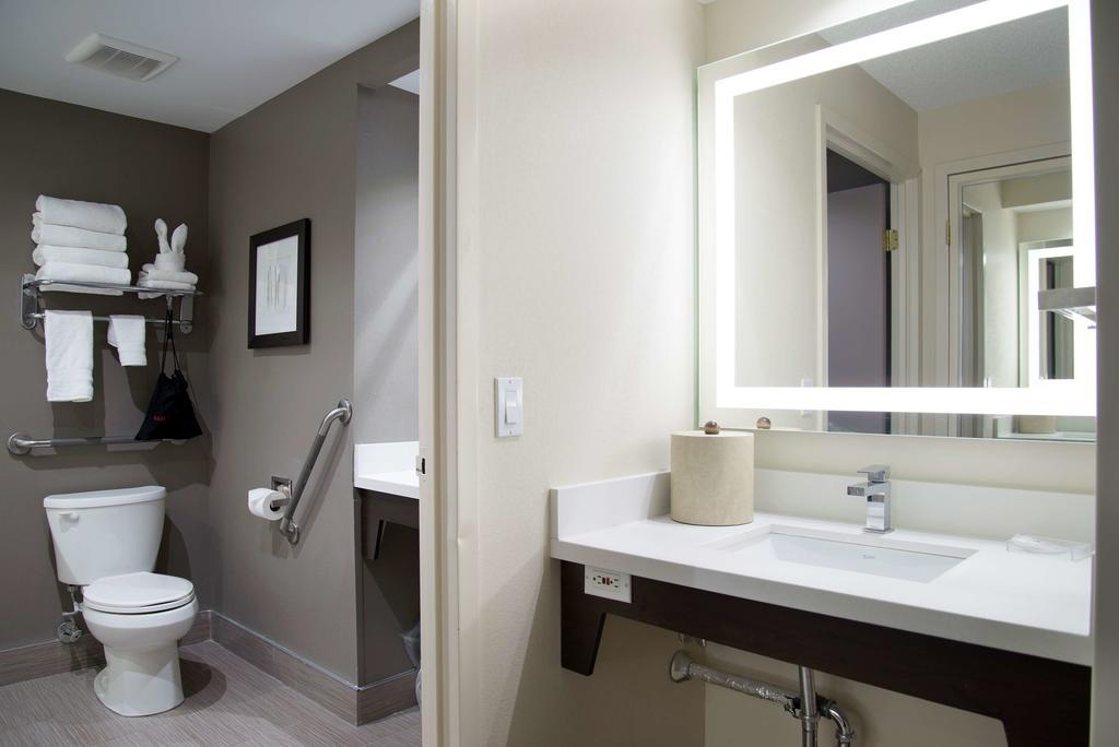 هتل ایکسکیوتیو این تورنتو