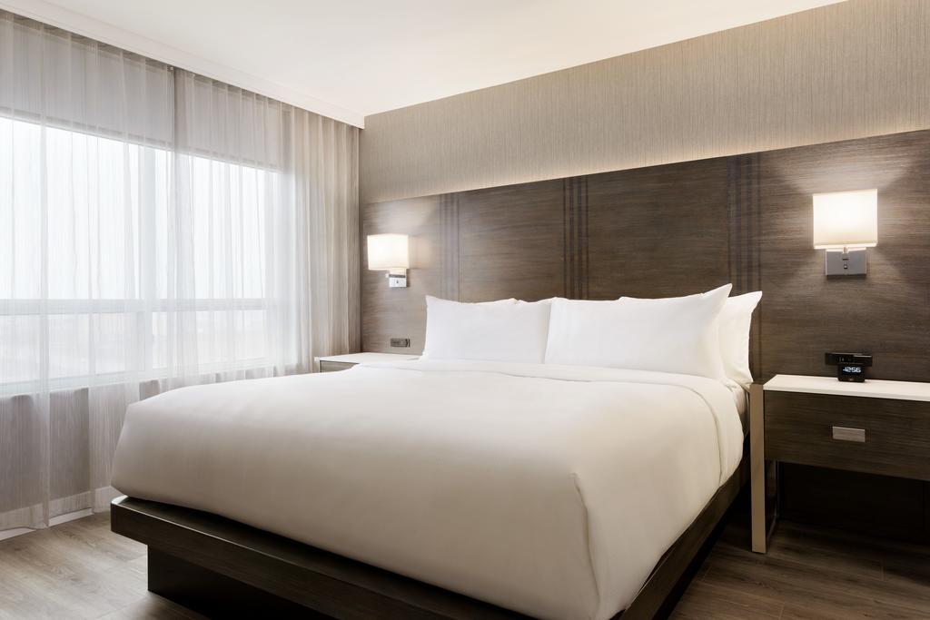 هتل امباسی سوییت تورنتو