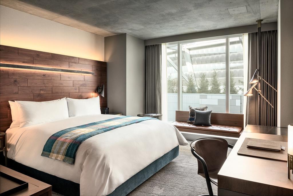 هتل داگلاس ونکوور