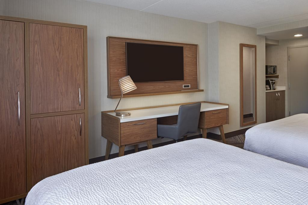 هتل فور پوینت بای شرایتون تورنتو