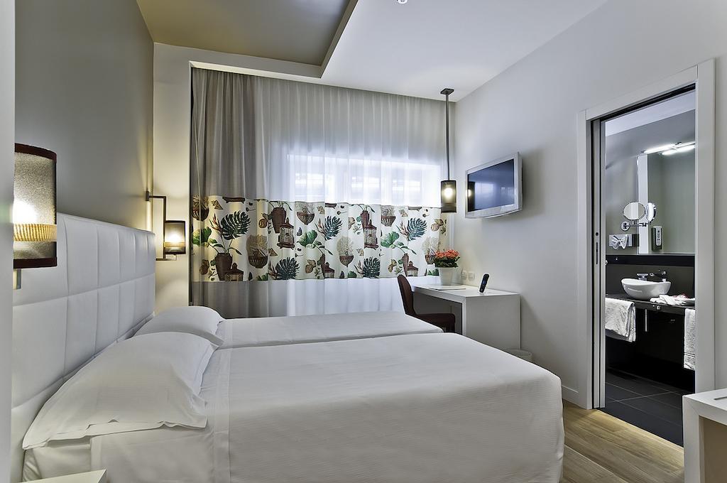 هتل کاراول رم