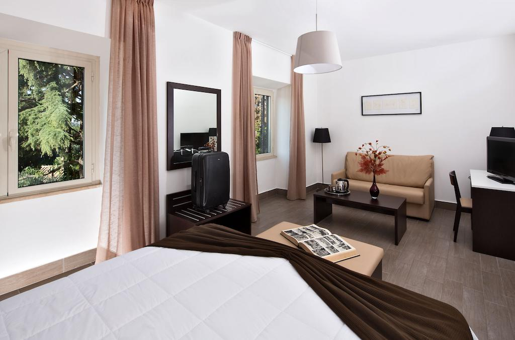 هتل اکسل رما مونتماریو