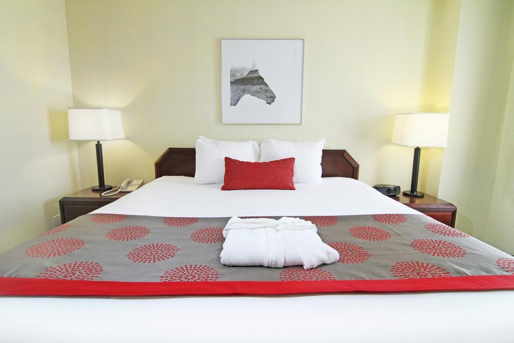 هتل رامادا پلازا کلگری