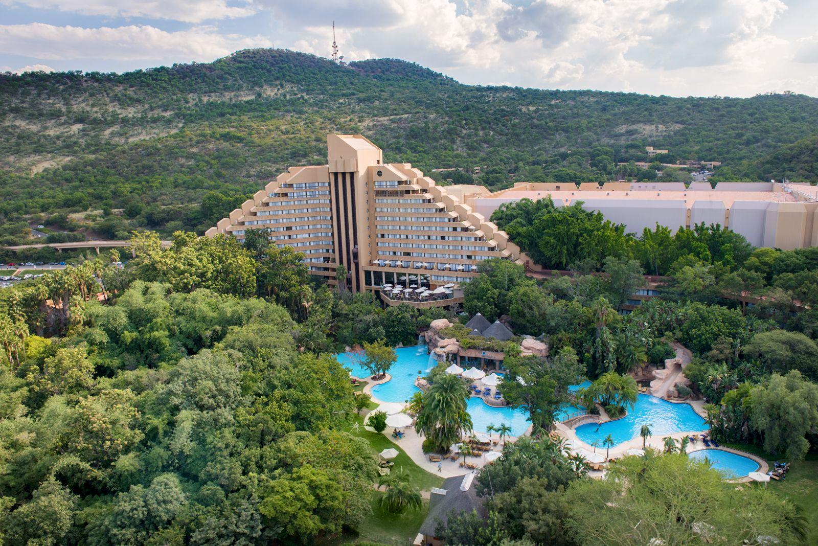 هتل کسکادس سان سیتی