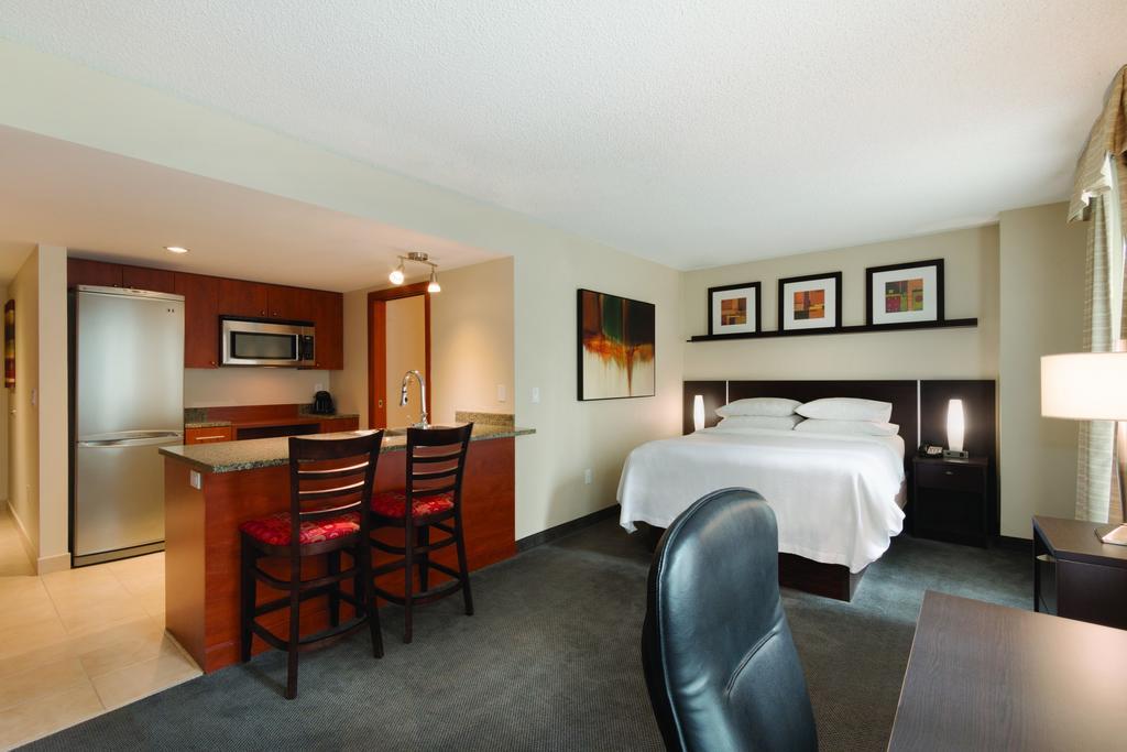 هتل امبسی سوییت با هیلتون مونترال