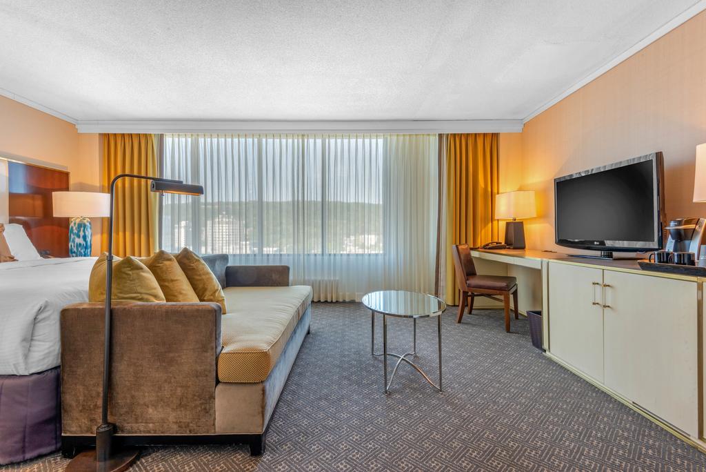 هتل امنی مونت رویال مونترال
