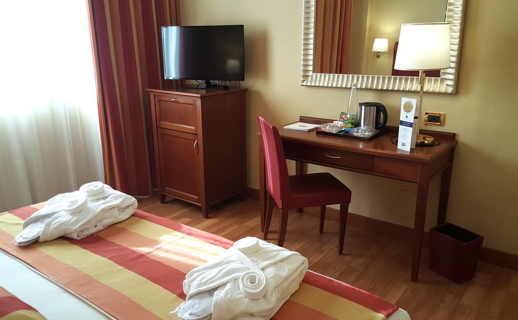 آی اچ هتلز رما سیسرون