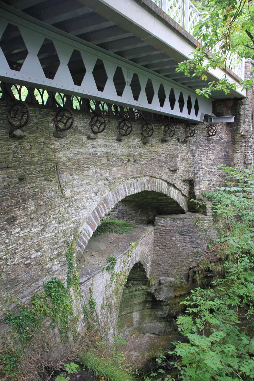 این پل توسط شیطان ساخته شده استولز یکی از کشورهای اروپایی است که امروزه به همراهانگلستانواسکاتلندو ایرلند شمالی کشور بریتانیا را تشکیل میدهند.