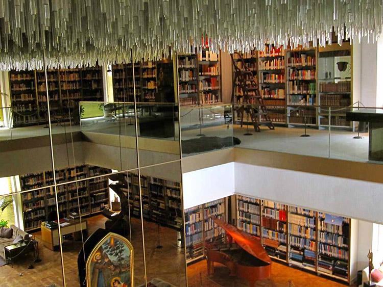 موزه کتابخانه سلطنتی نیاوران تهران
