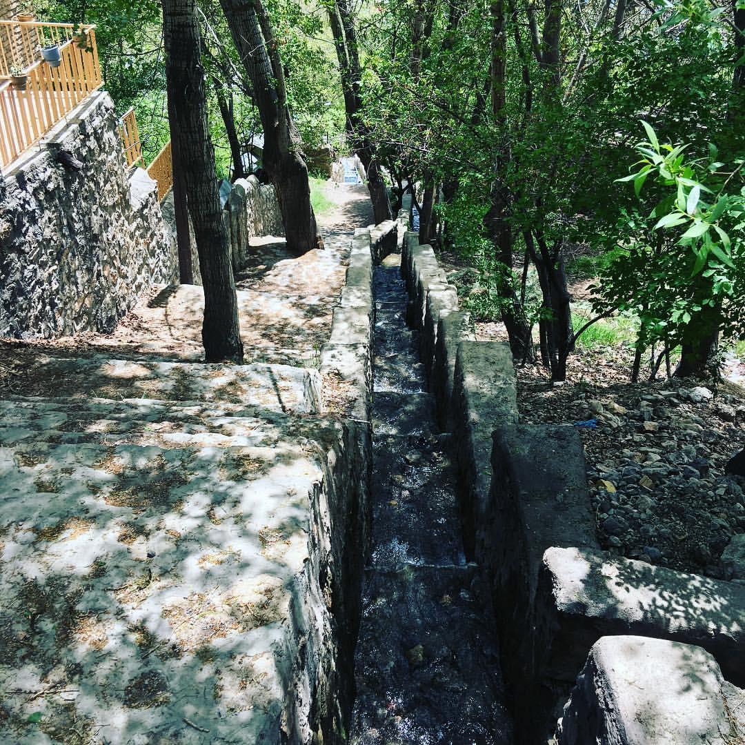 روستا و آبشار آینه ورزان تهران