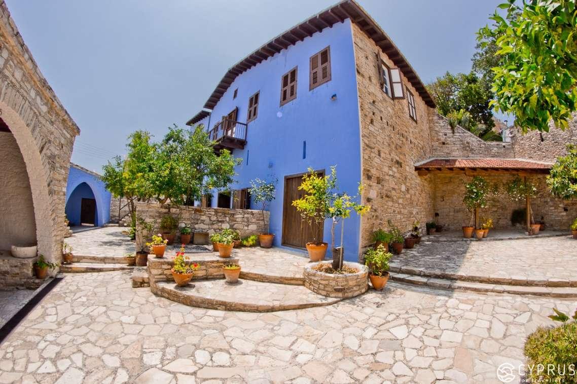 روستای لفکارا لارناکا