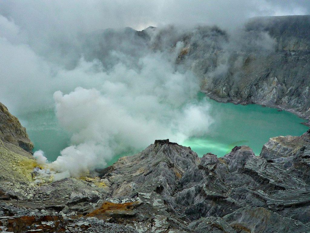 کوه آتشفشانی لین اندونزی