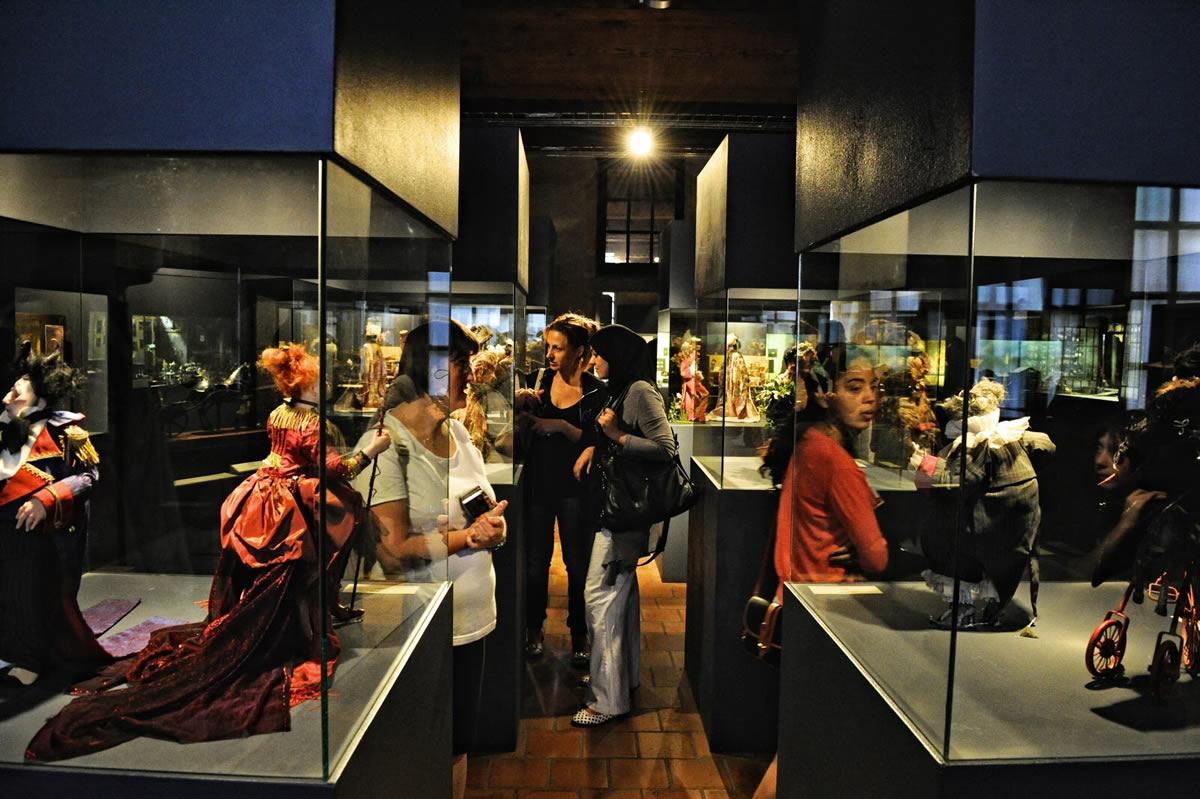 موزه مینیاتور و سینما لیون