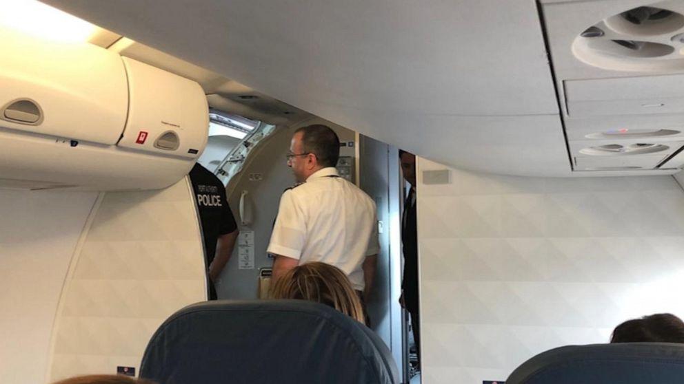 در هواپیما سمت چپ است