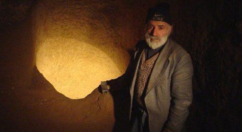 این غار را یک نفر ساخته است