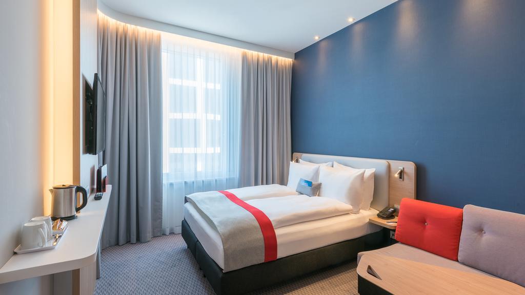 هتل هالیدی این اکسپرس مونیخ سیتی وست