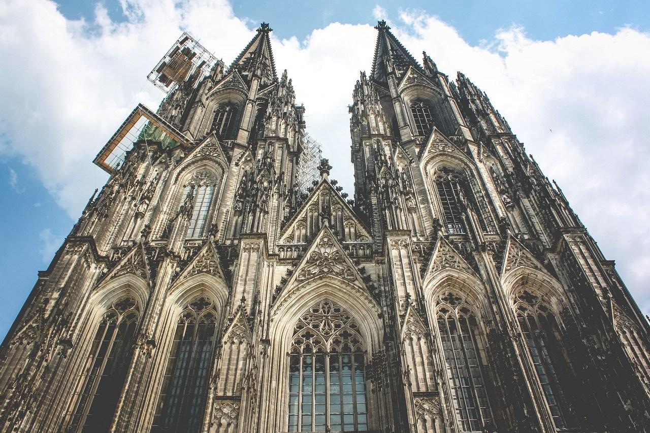 به تماشای هنر آلمان مینشینیم در کلیسای جامع کلن