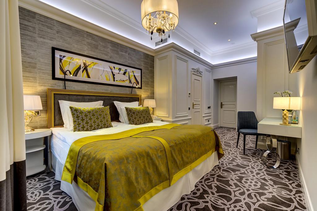 هتل گلدن ترینجل بوتیک سن پترزبورگ