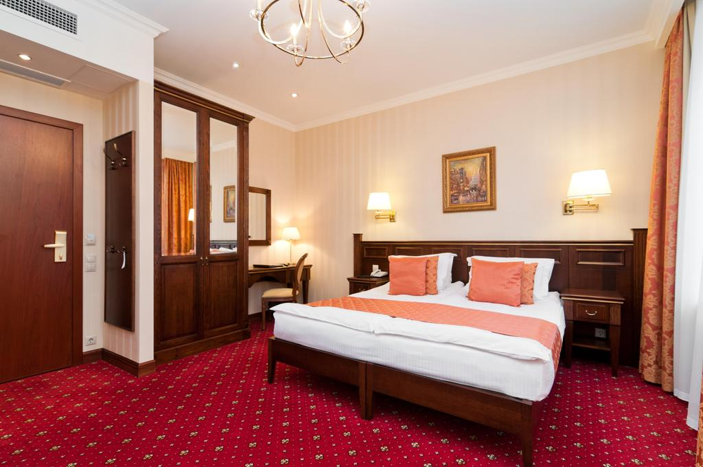 هتل تردیشن سن پترزبورگ