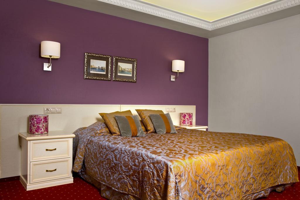 هتل برادرز کارامازوف سن پترزبورگ