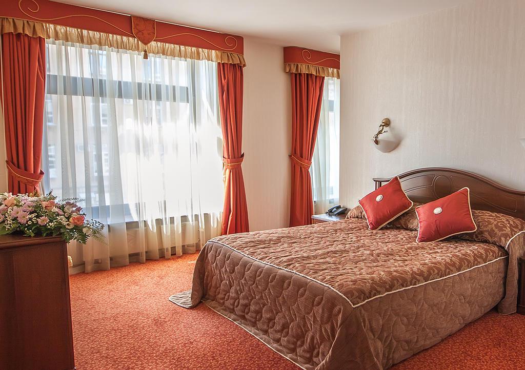 هتل اسمولینسکایا سن پترزبورگ