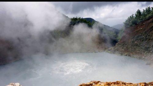 دریاچه عجیب و جوشان دومینیکا