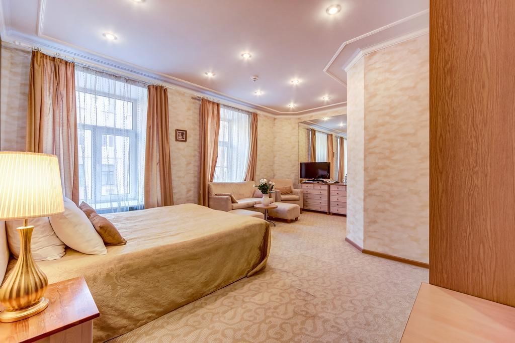 هتل پولیکوف سن پترزبورگ