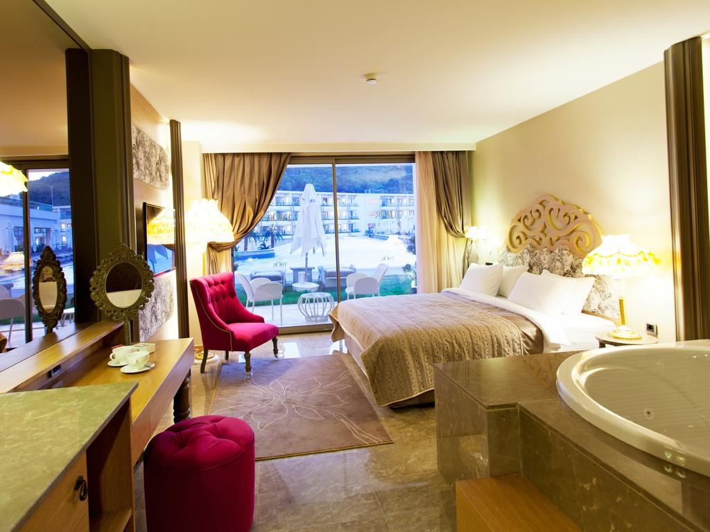 هتل تور بای آلکوچکار اکسکلوسیو بدروم
