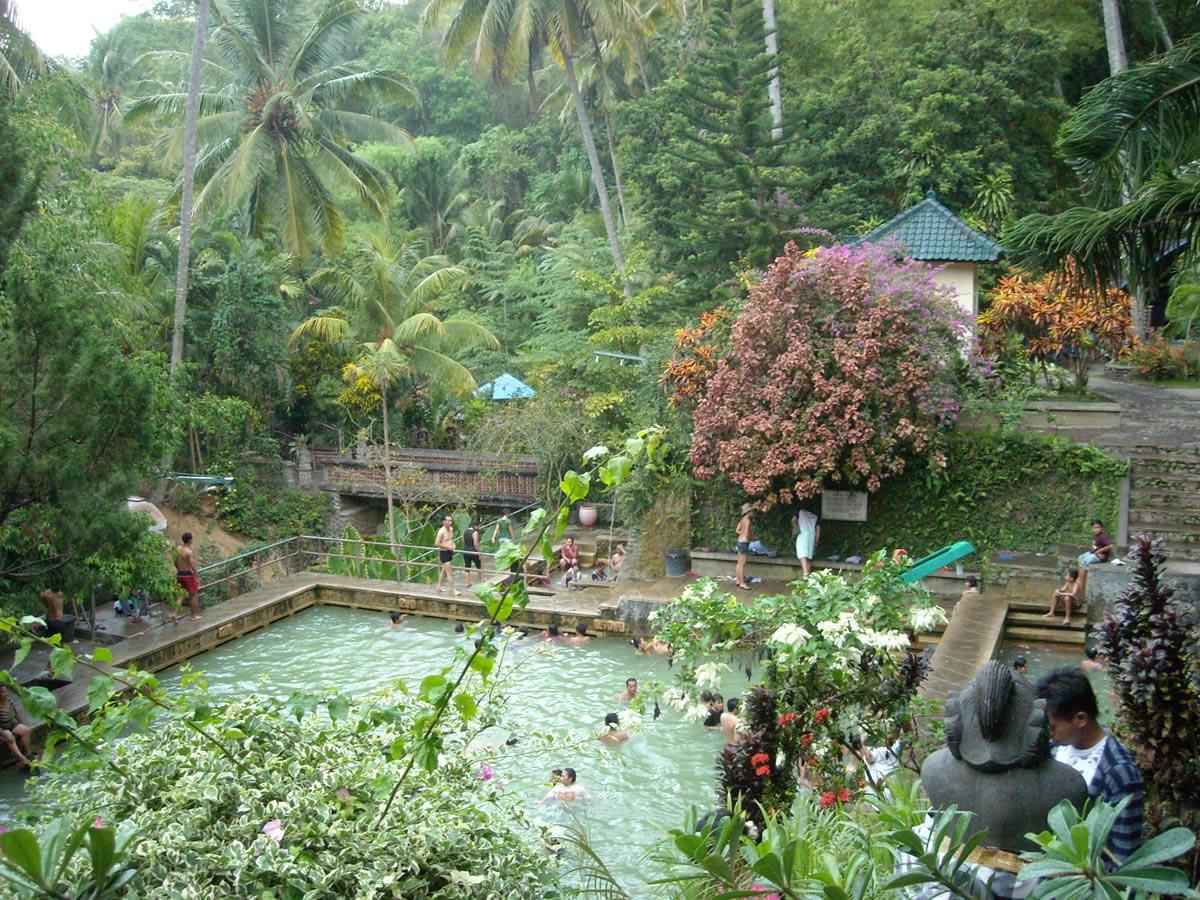چشمه های آب گرم بانجار بالی