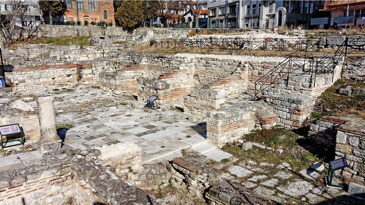 بناهای تاریخی وارنا