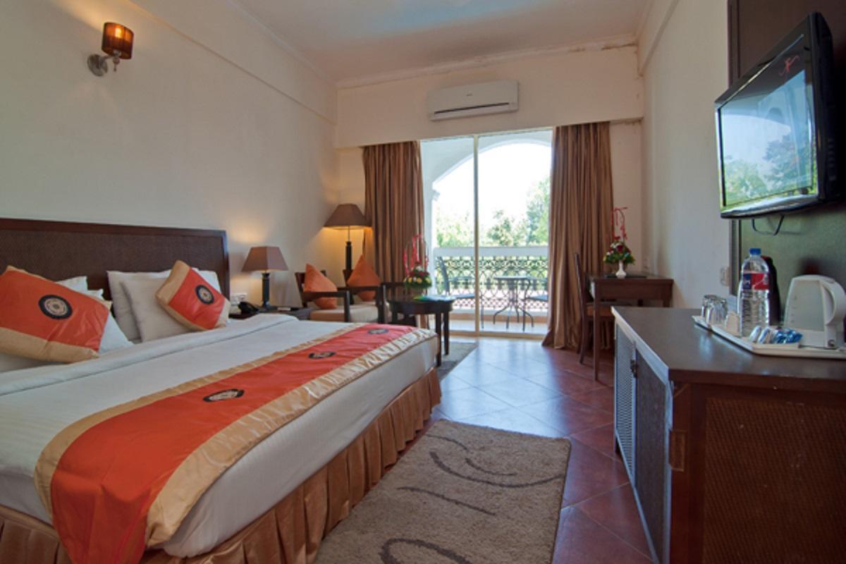 هتل لا گولز کورت گوا