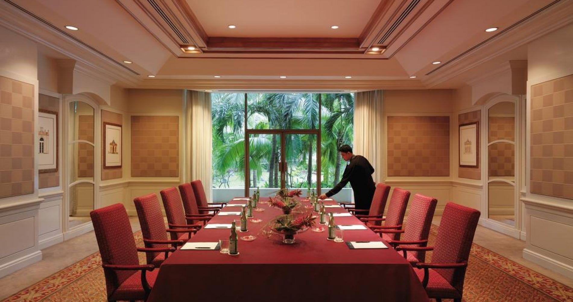 هتل ادسا شانگری لا مانیل