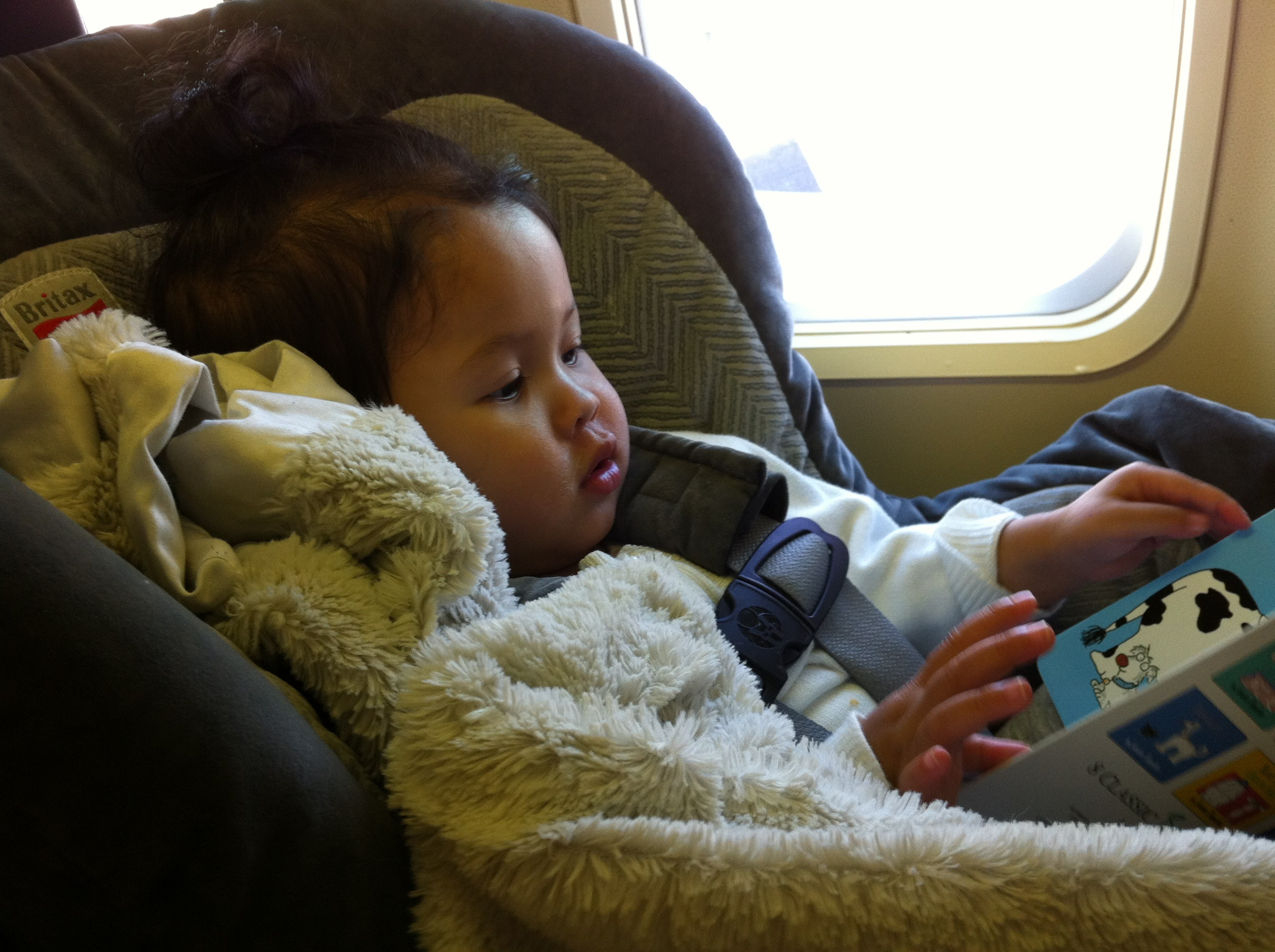 راههای سرگرم کردن کودکان در هواپیما