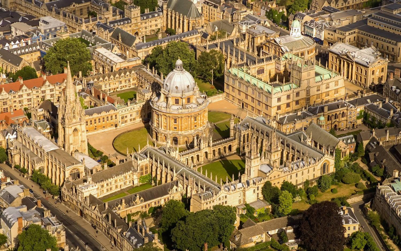 شهر محل تولد استیون هاوکینگ در انگلیس
