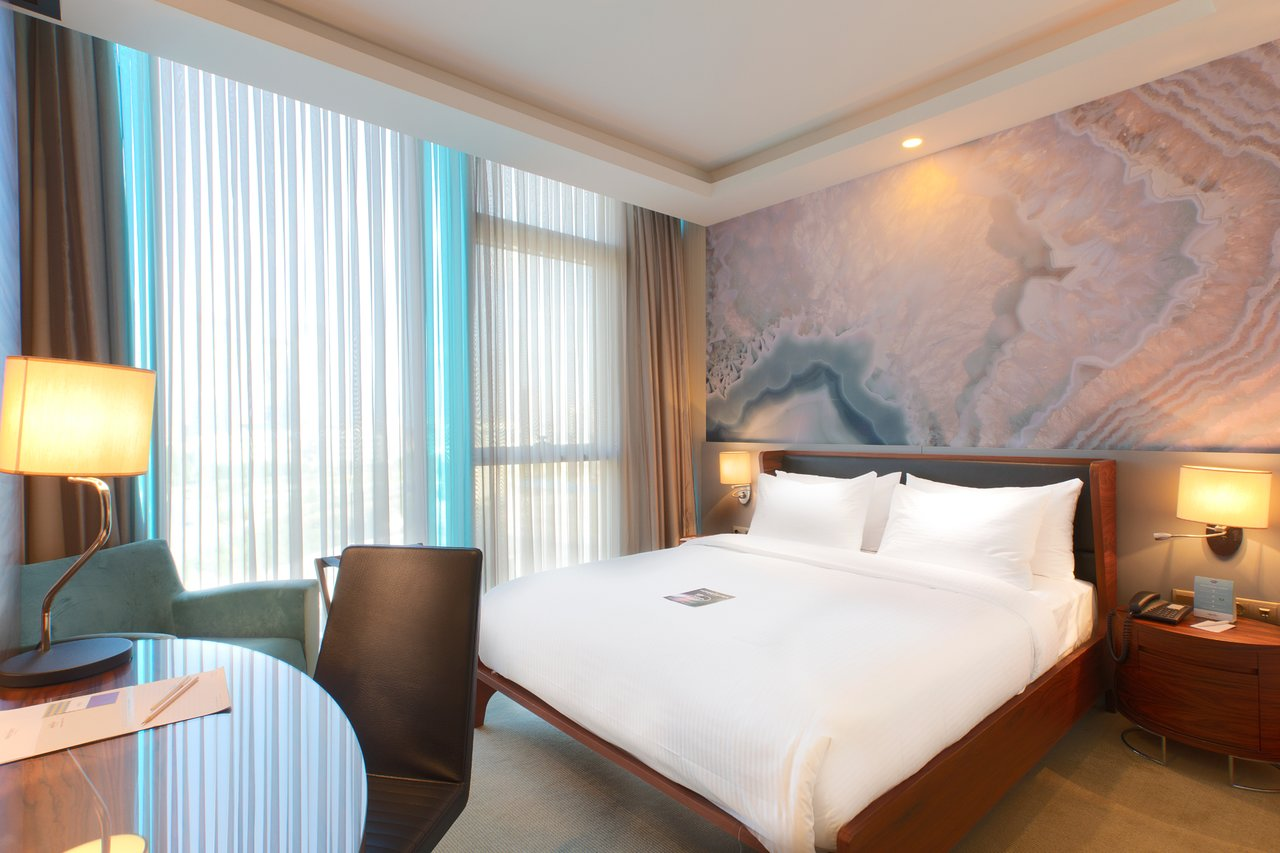 هتل کراون پلازا بیروت