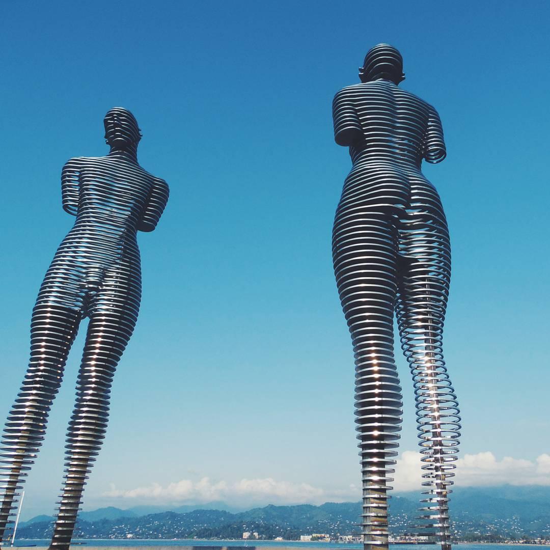 داستان مجسمه های عاشق باتومی