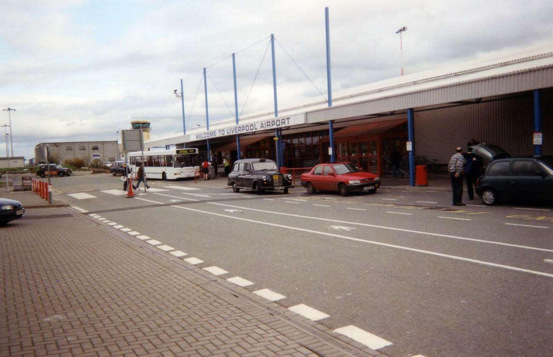 فرودگاه لیورپول