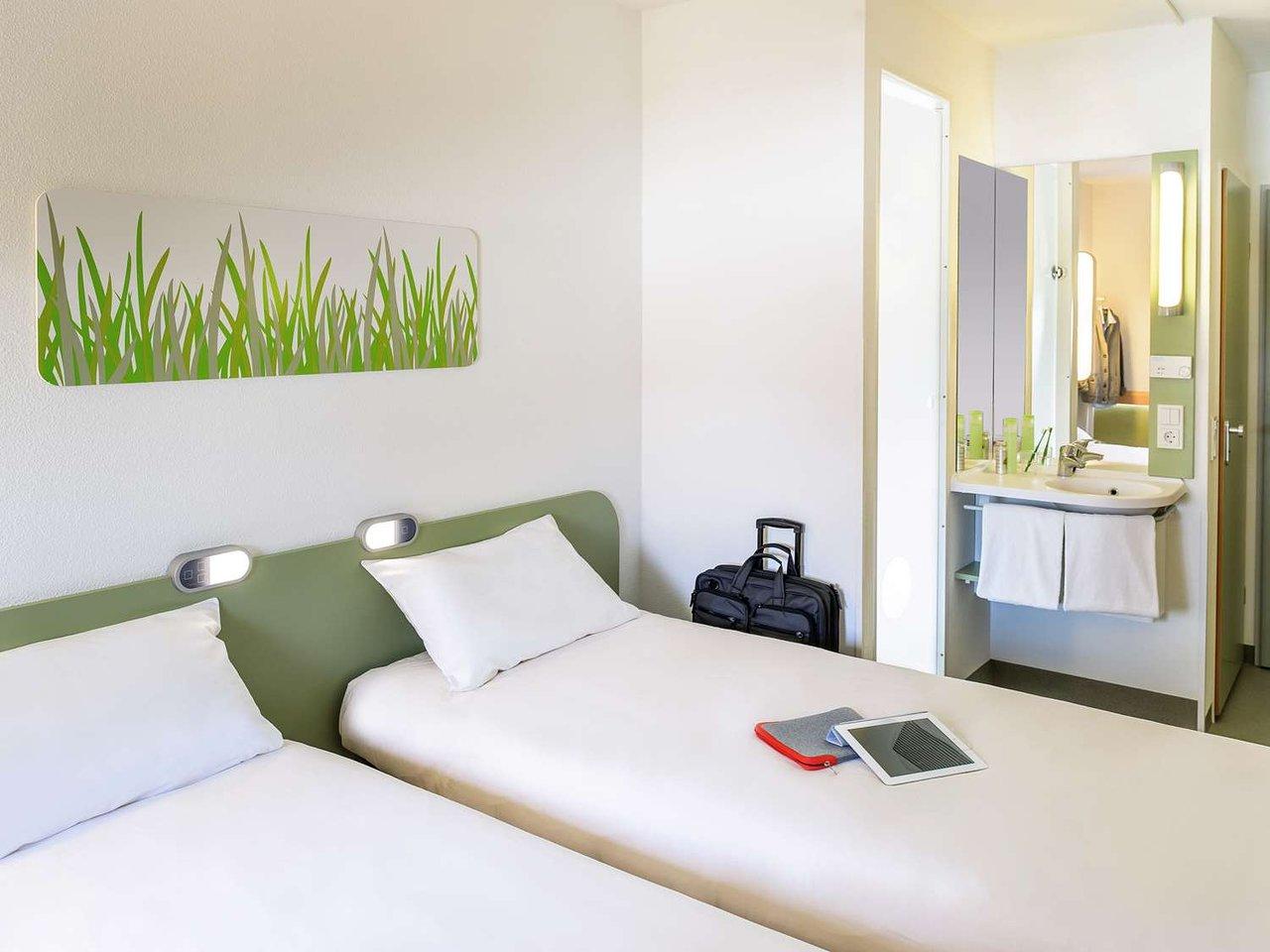 هتل ایبیس باجت بروژ سنتروم استیشن