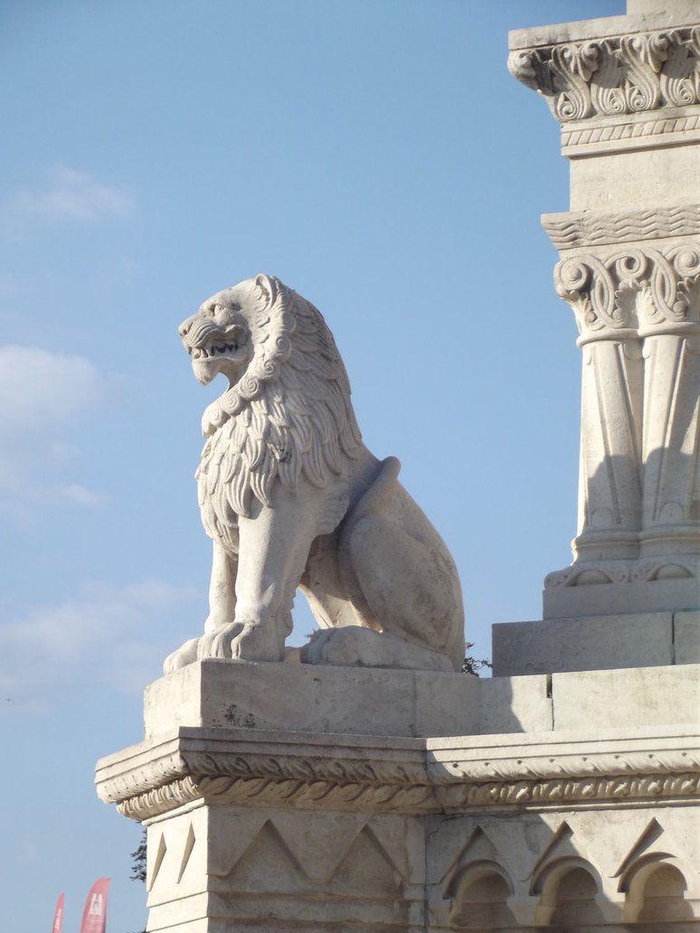 این همه مجسمه در بوداپست