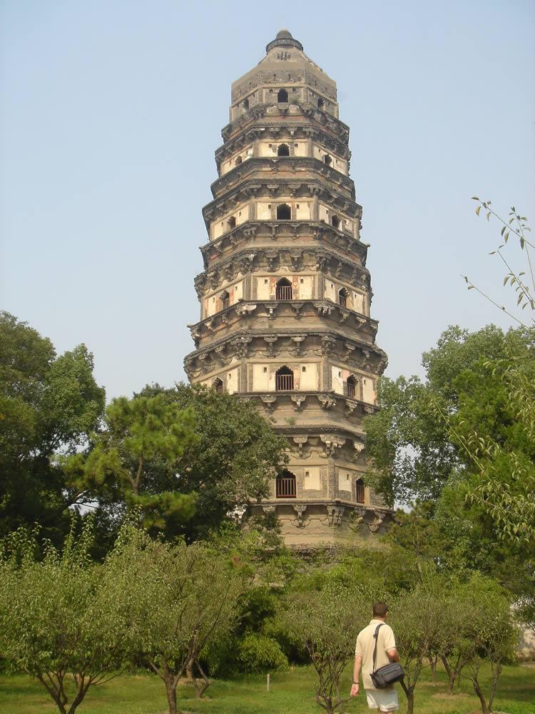 با برج های کج در دنیا آشنا شوید