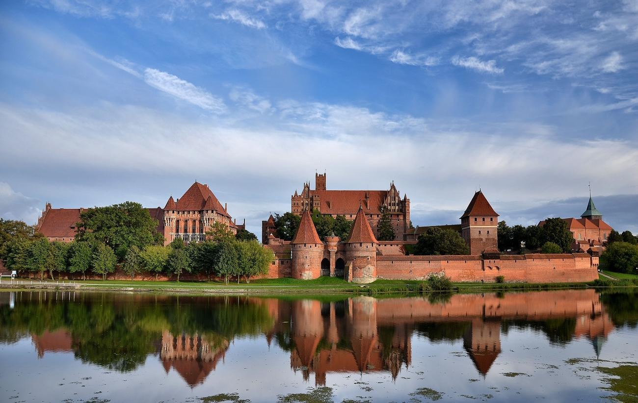 بزرگ ترین قلعه دنیا را در لهستان ببینید